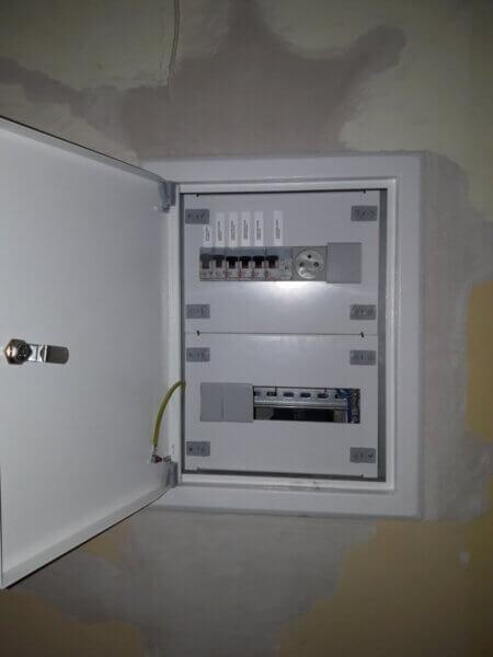 Montaż instalacji elektrycznej w bloku Warszawa - Elektro - Kom