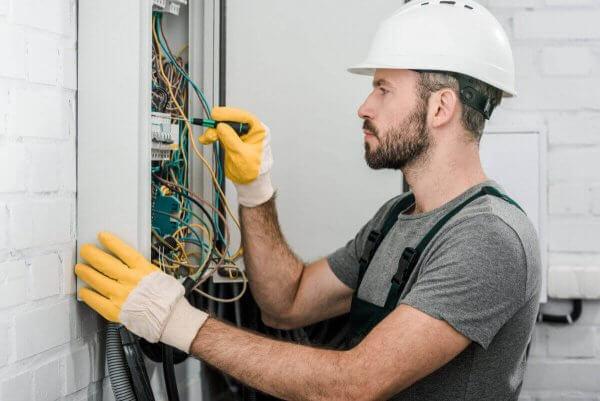 Instalacje elektryczne Warszawa - firma Elektro-Kom