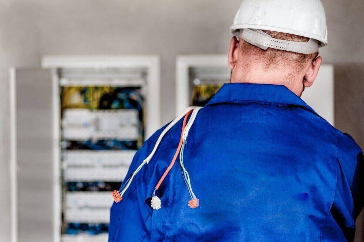 Instalacje elektryczne Warszawa - Elektro-Kom