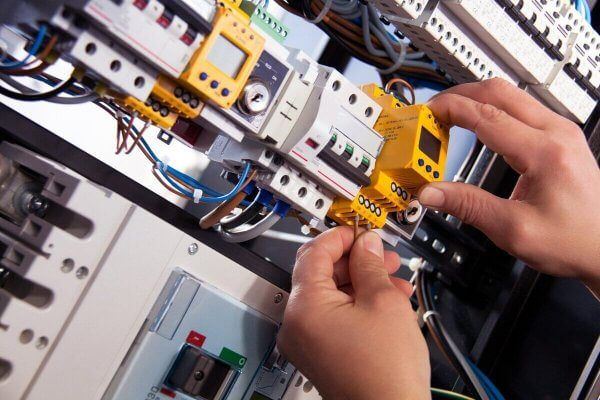 Elektro-Kom - dokładne przeglądy instalacji elektrycznej na terenie Warszawy i okolic